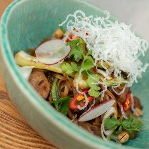 Asijské rýžové nudle s krůtím